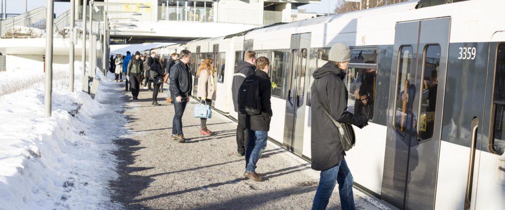 Med riktig frostsikring kan Sporveien skryte av en problemfri vinter for Østensjøbanen. Glasopor som frostsikring ble avgjørende fyllmasse.