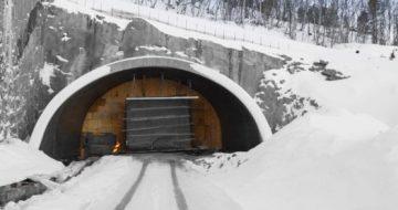 Anleggsleder Ole Jakob Gjetrang i Hæhre Entreprenør AS har bygget tunneler i hele Norge. Dette mener han er løsningen for å lage en solid veibane.