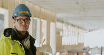 Det er flere materialvalg som gjør at Namdalseids nye skole blir et moderne miljøbygg på alle måter. Ny pelemetode med Glasopor reduserte også byggetiden.